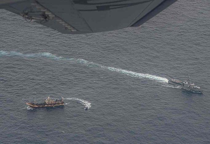 Mỹ lên tiếng trước vụ hàng trăm tàu dân binh Trung Quốc ở biển Đông - Ảnh 2.