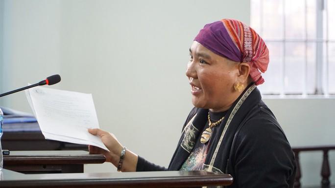 Người phụ nữ 2 lần đến tòa quậy phá, phát lên mạng xã hội lãnh 9 tháng tù - Ảnh 2.