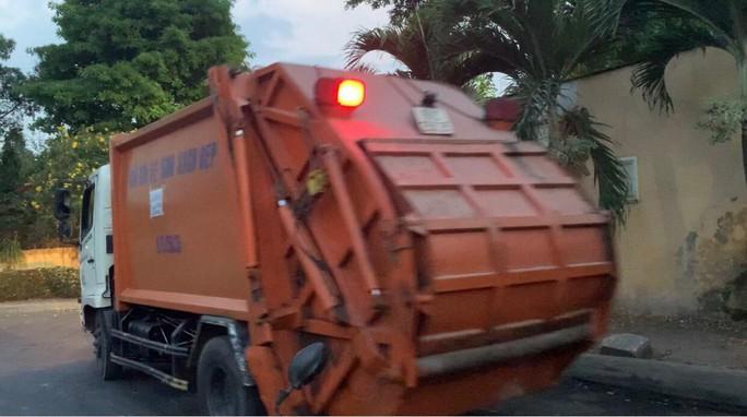 Bình Dương: Nam công nhân thu gom rác tử vong lúc làm việc - Ảnh 1.