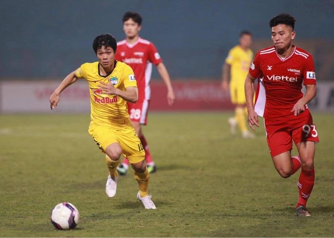 Công Phượng rạng rỡ ăn mừng chiến thắng cùng HAGL sau pha lập công đầu tiên ở V-League 2021 - Ảnh 2.