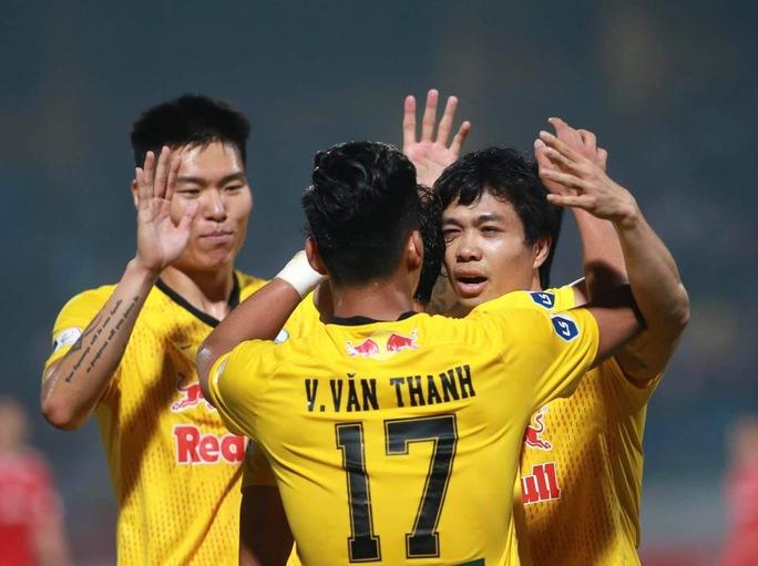 Công Phượng rạng rỡ ăn mừng chiến thắng cùng HAGL sau pha lập công đầu tiên ở V-League 2021 - Ảnh 3.