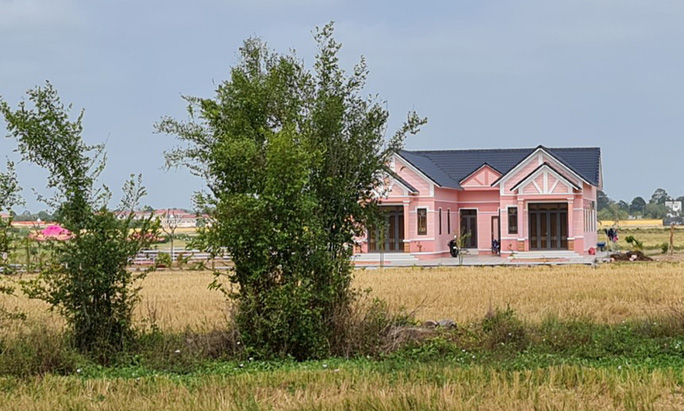 Phạt chủ đầu tư khu vui chơi màu hồng không phép ở Sóc Trăng - Ảnh 1.