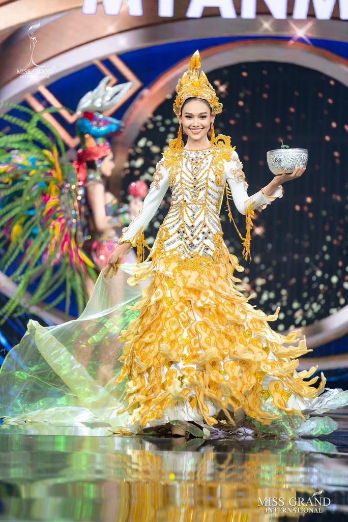 Bắt mắt với những bộ Quốc phục tại cuộc thi Hoa hậu Hòa Bình Thế giới - Ảnh 25.