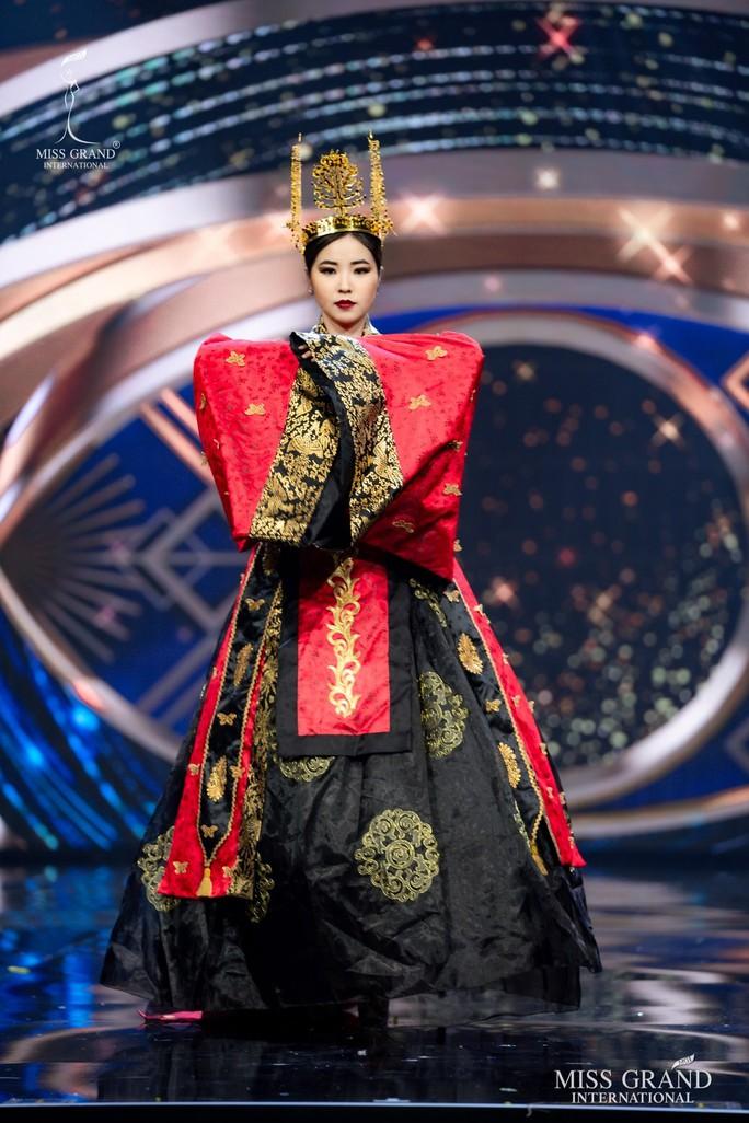 Bắt mắt với những bộ Quốc phục tại cuộc thi Hoa hậu Hòa Bình Thế giới - Ảnh 31.
