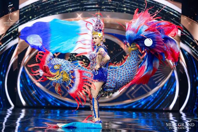 Bắt mắt với những bộ Quốc phục tại cuộc thi Hoa hậu Hòa Bình Thế giới - Ảnh 29.