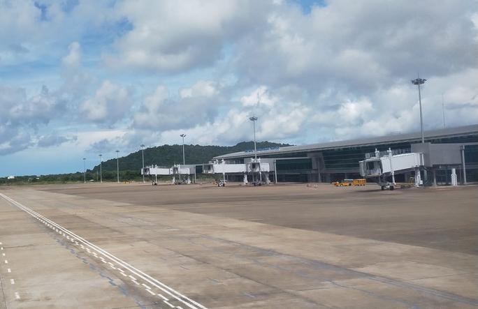 Sân bay Phú Quốc kêu cứu vì bị người dân lấn chiếm đất khu vực đường cất/hạ cánh - Ảnh 1.