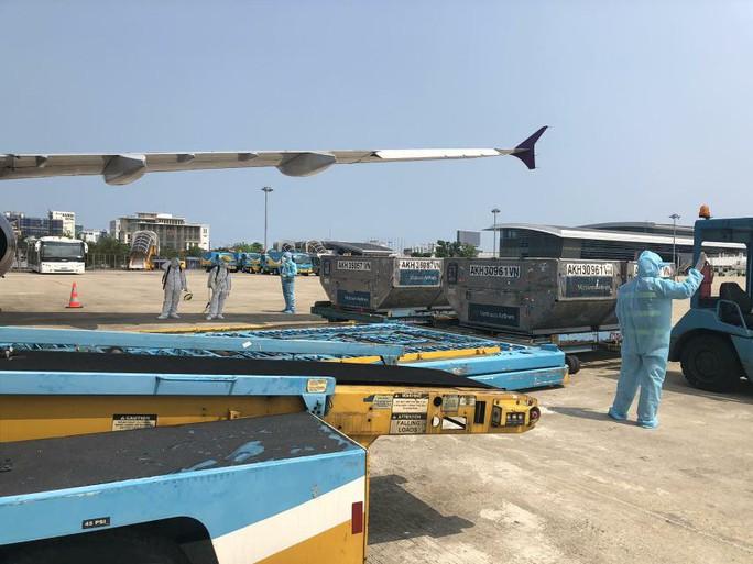 Vietnam Airlines tái khởi động bay thương mại quốc tế, hành khách được cách ly thế nào? - Ảnh 2.