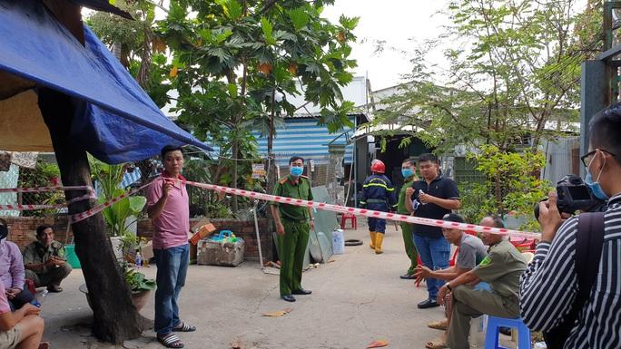 Công an TP HCM thông tin bước đầu vụ cháy nổ trong hẻm, 3 người tử vong - Ảnh 1.
