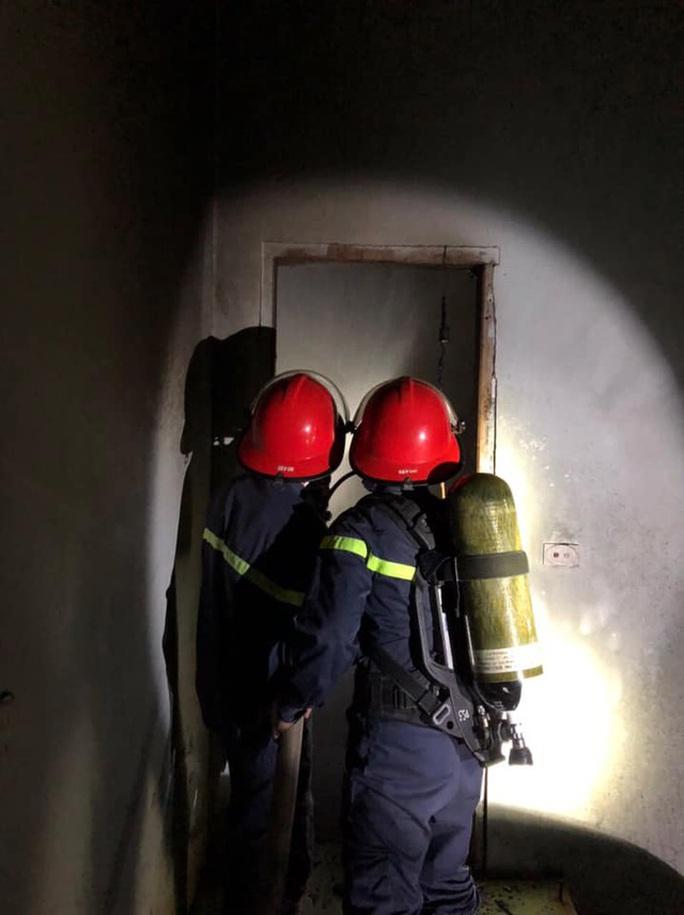 Mâu thuẫn, con trai bất ngờ châm lửa đốt căn nhà 2 tầng của bố mẹ - Ảnh 1.