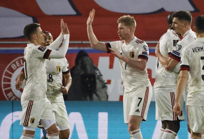 Ngược dòng đẳng cấp, Bỉ thắng tưng bừng vòng loại World Cup - Ảnh 2.