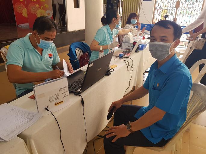Đoàn viên tích cực tham gia hiến máu cứu người - Ảnh 6.