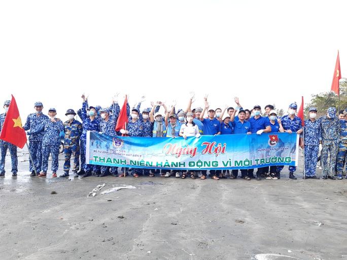 Cảnh sát biển cùng thanh niên Quảng Nam hành động vì môi trường - Ảnh 1.