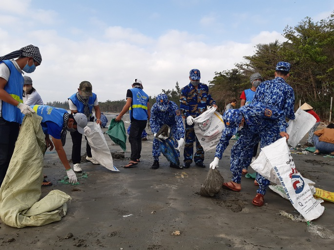 Cảnh sát biển cùng thanh niên Quảng Nam hành động vì môi trường - Ảnh 3.