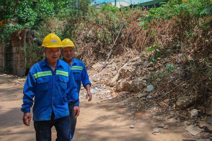 Cận cảnh hoang tàn ở khu đất vàng giữa trung tâm TP HCM vừa bị sờ gáy - Ảnh 11.