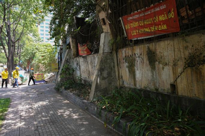 Cận cảnh hoang tàn ở khu đất vàng giữa trung tâm TP HCM vừa bị sờ gáy - Ảnh 2.