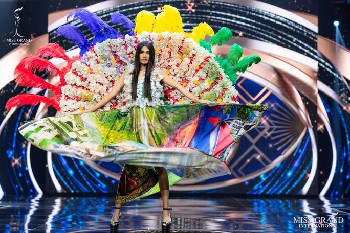 Bắt mắt với những bộ Quốc phục tại cuộc thi Hoa hậu Hòa Bình Thế giới - Ảnh 27.