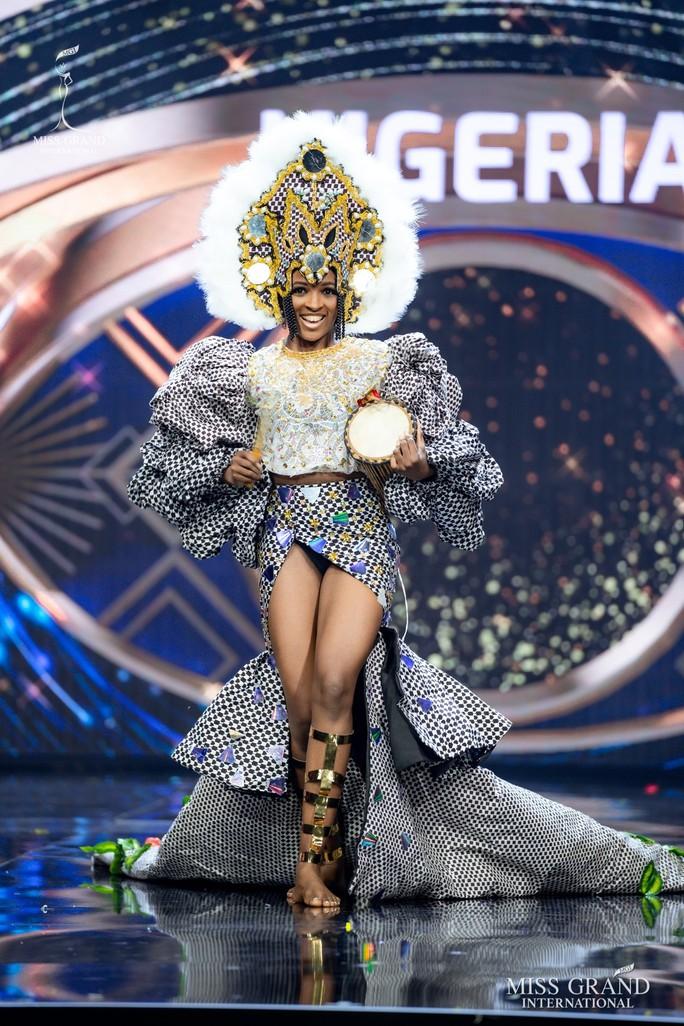 Bắt mắt với những bộ Quốc phục tại cuộc thi Hoa hậu Hòa Bình Thế giới - Ảnh 21.