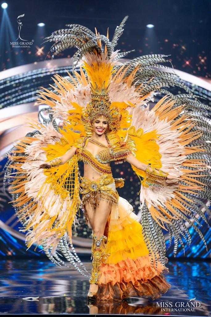 Bắt mắt với những bộ Quốc phục tại cuộc thi Hoa hậu Hòa Bình Thế giới - Ảnh 20.