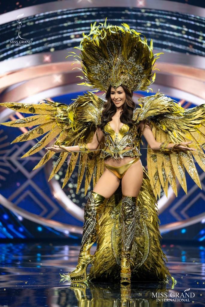 Bắt mắt với những bộ Quốc phục tại cuộc thi Hoa hậu Hòa Bình Thế giới - Ảnh 17.