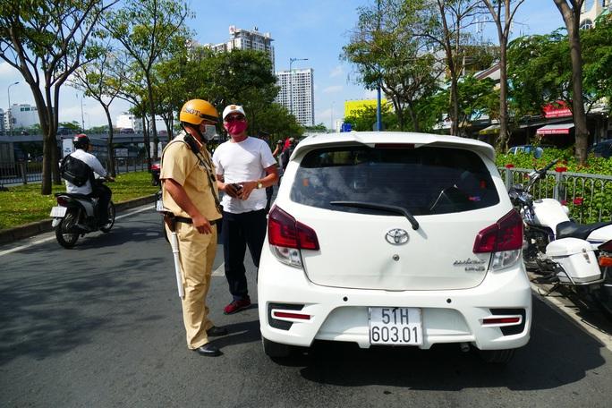 Sở GTVT TP HCM nói gì về biển báo cấm khiến tài xế và CSGT tranh cãi gay gắt? - Ảnh 2.