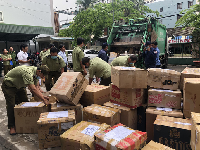 Khánh Hòa: Thiêu hủy hàng vạn bao thuốc lá nhập lậu - Ảnh 1.