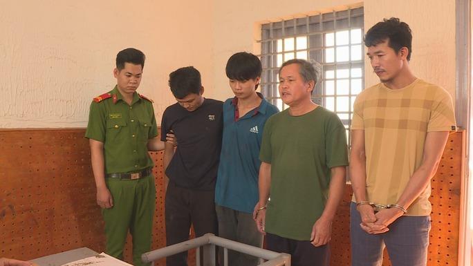 Bắt giữ 4 người trong 1 gia đình tấn công lực lượng công an - Ảnh 1.