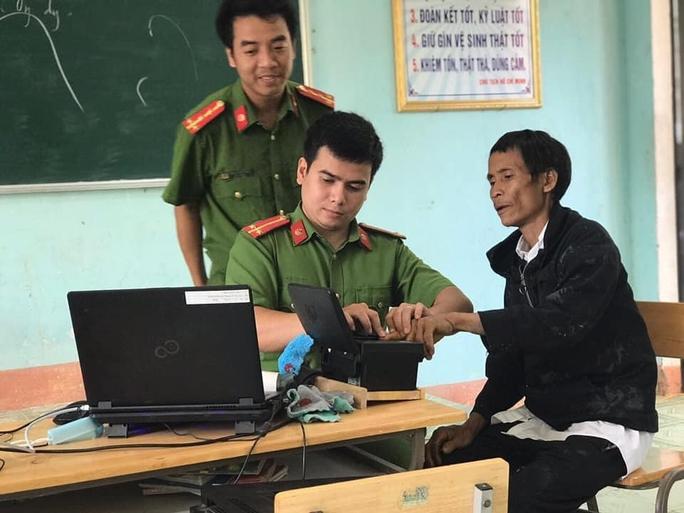Người rừng Hồ Văn Lang đi làm căn cước công dân - Ảnh 3.