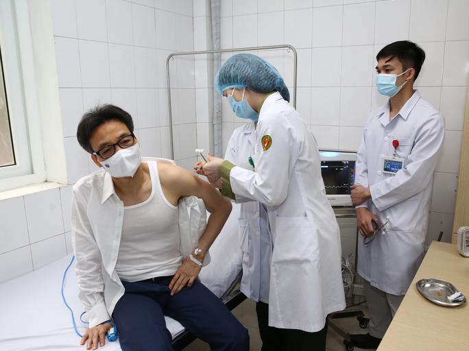 Phó Thủ tướng Vũ Đức Đam tiêm mũi 2 vắc-xin Nano Covax ngừa Covid-19 - Ảnh 1.