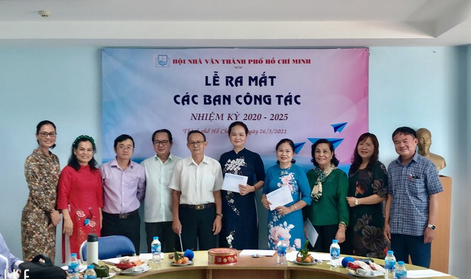 Hội Nhà văn TP HCM ra mắt các ban công tác - Ảnh 2.