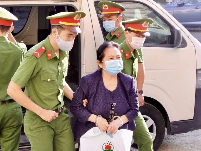 Nhiều bất ngờ tại phiên xử nữ đại gia Dương Thị Bạch Diệp - Ảnh 2.