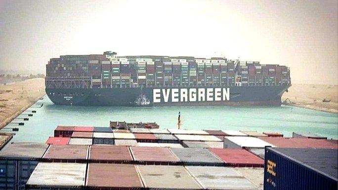 Vì sao siêu tàu mắc cạn tại kênh đào Suez lại là sự cố chấn động? - Ảnh 1.