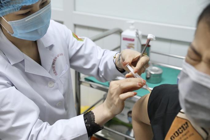 Phó Thủ tướng Vũ Đức Đam tiêm mũi 2 vắc-xin Nano Covax ngừa Covid-19 - Ảnh 2.