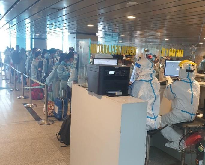 """""""Tâm thư"""" của các công dân về từ Đài Loan trên những chuyến bay giải cứu - Ảnh 1."""
