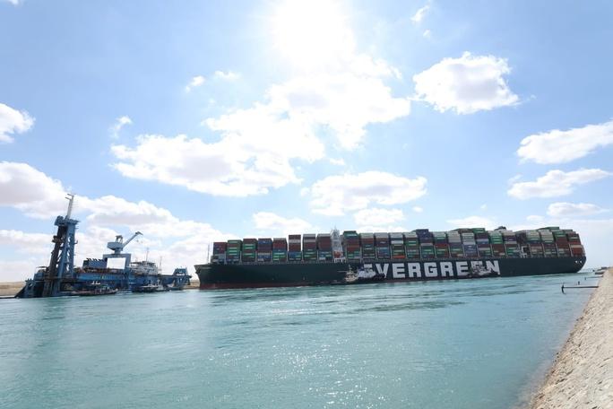 Toàn cảnh giải cứu siêu tàu mắc cạn trên kênh đào Suez - Ảnh 12.