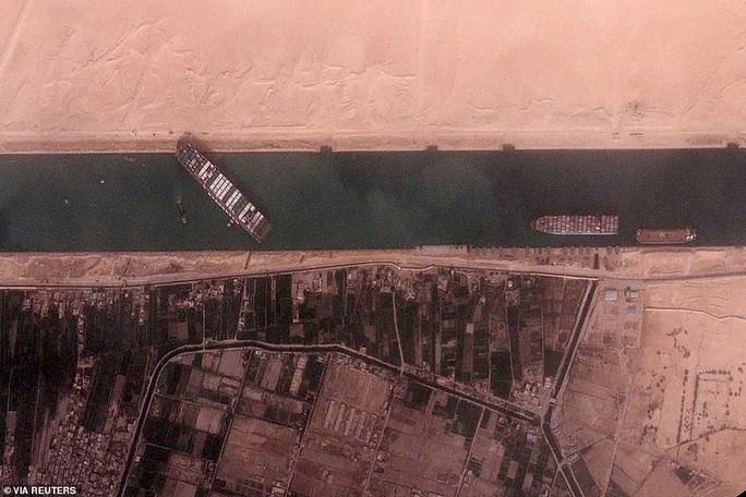 Toàn cảnh giải cứu siêu tàu mắc cạn trên kênh đào Suez - Ảnh 13.