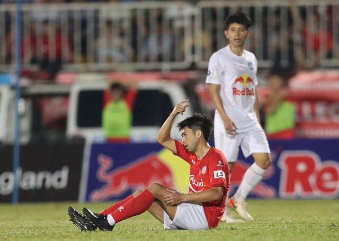 Công Phượng, Văn Toàn, Minh Vương ghi bàn, HAGL vững ngôi đầu bảng - Ảnh 4.