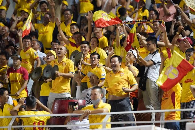 Sài Gòn FC thảm bại trước Nam Định ngay trên sân nhà - Ảnh 4.