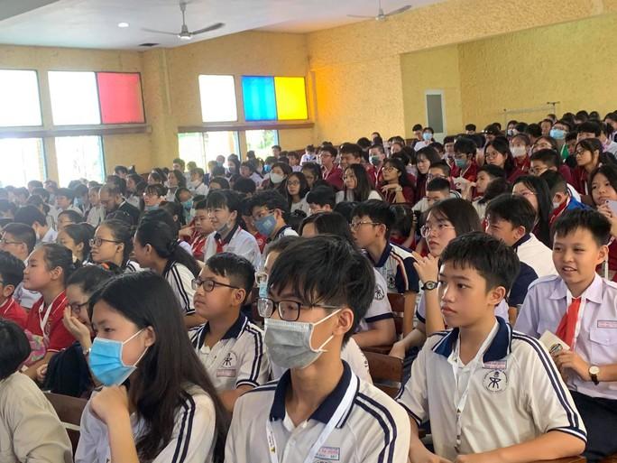 Choáng với màn so tài bằng tiếng Anh của học sinh TP HCM - Ảnh 1.