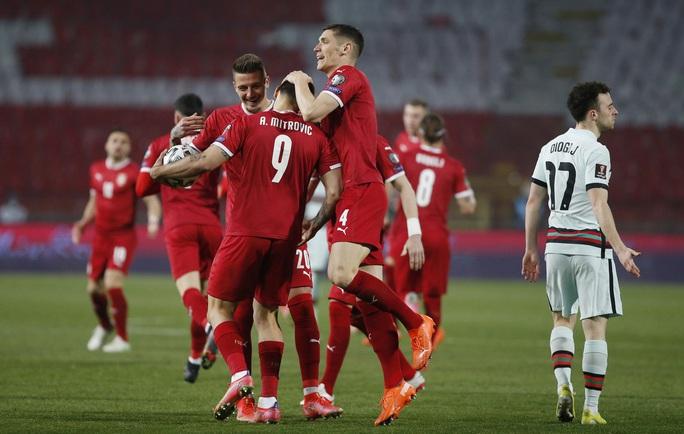 Ronaldo bị cướp công, Bồ Đào Nha ngậm ngùi chia điểm Serbia - Ảnh 6.