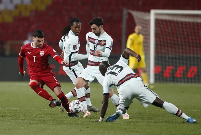 Ronaldo bị cướp công, Bồ Đào Nha ngậm ngùi chia điểm Serbia - Ảnh 8.