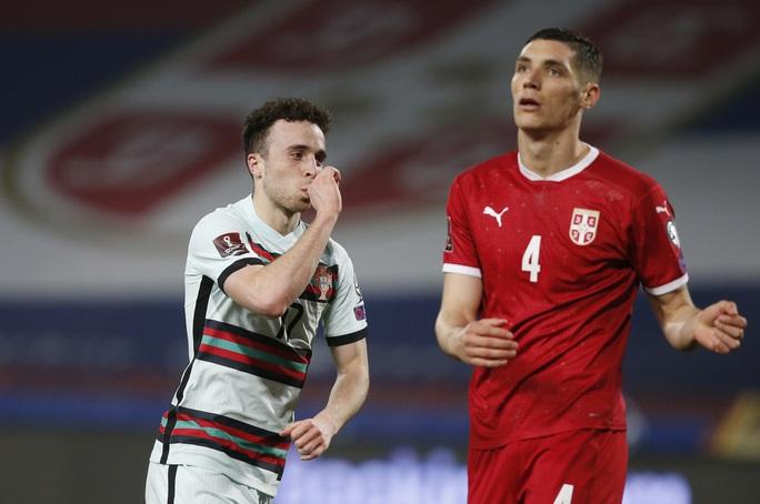 Ronaldo bị cướp công, Bồ Đào Nha ngậm ngùi chia điểm Serbia - Ảnh 5.