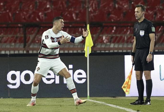 Ronaldo bị cướp công, Bồ Đào Nha ngậm ngùi chia điểm Serbia - Ảnh 2.