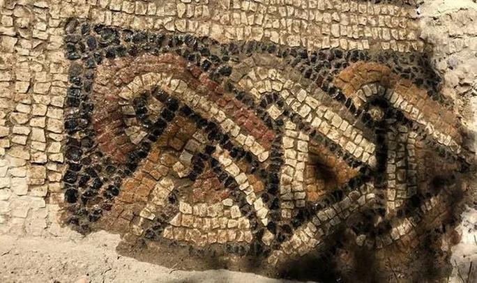 Phát hiện kho báu khủng 1.500 tuổi từ đống gạch vụn trong rừng - Ảnh 2.