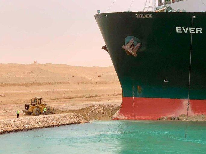 Toàn cảnh giải cứu siêu tàu mắc cạn trên kênh đào Suez - Ảnh 11.