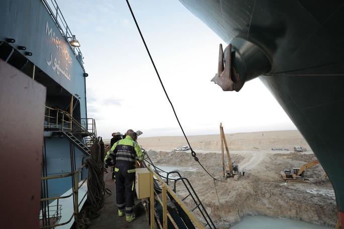 Toàn cảnh giải cứu siêu tàu mắc cạn trên kênh đào Suez - Ảnh 2.