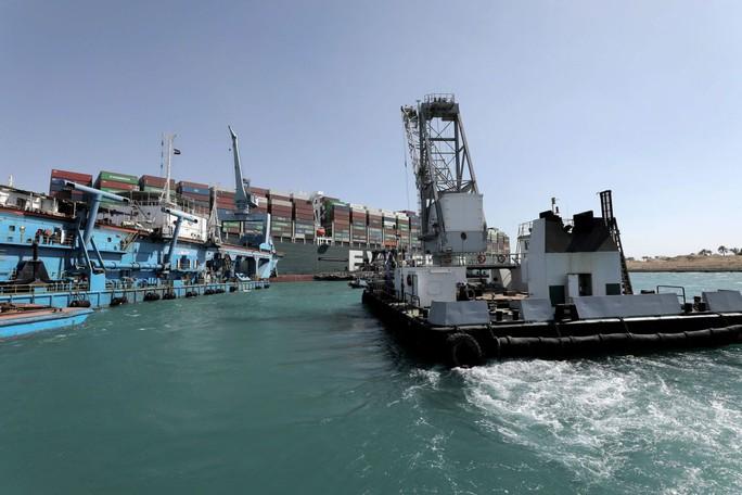 Toàn cảnh giải cứu siêu tàu mắc cạn trên kênh đào Suez - Ảnh 3.