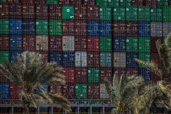 Toàn cảnh giải cứu siêu tàu mắc cạn trên kênh đào Suez - Ảnh 4.