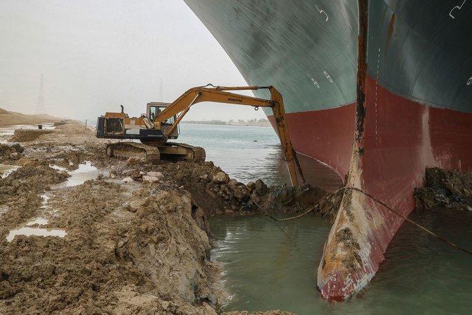 Toàn cảnh giải cứu siêu tàu mắc cạn trên kênh đào Suez - Ảnh 7.