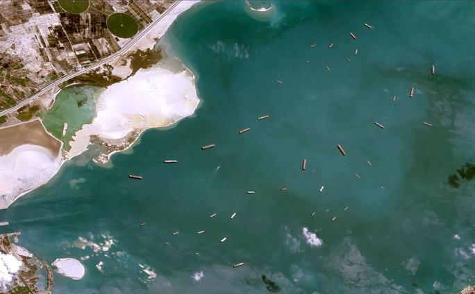 Toàn cảnh giải cứu siêu tàu mắc cạn trên kênh đào Suez - Ảnh 8.