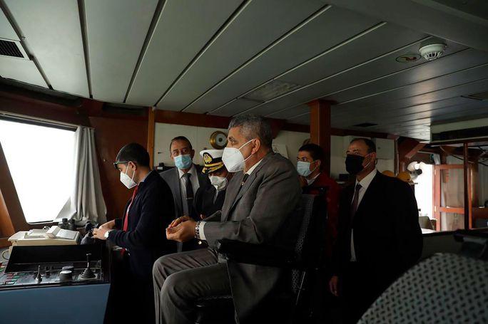 Toàn cảnh giải cứu siêu tàu mắc cạn trên kênh đào Suez - Ảnh 9.